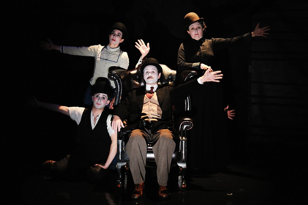 <b>THE SECRET AGENT</b> / Young Vic and National Tour